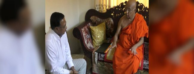 Defence Secretary meets with the Chief Prelates of Asgiriya and Malwatte
