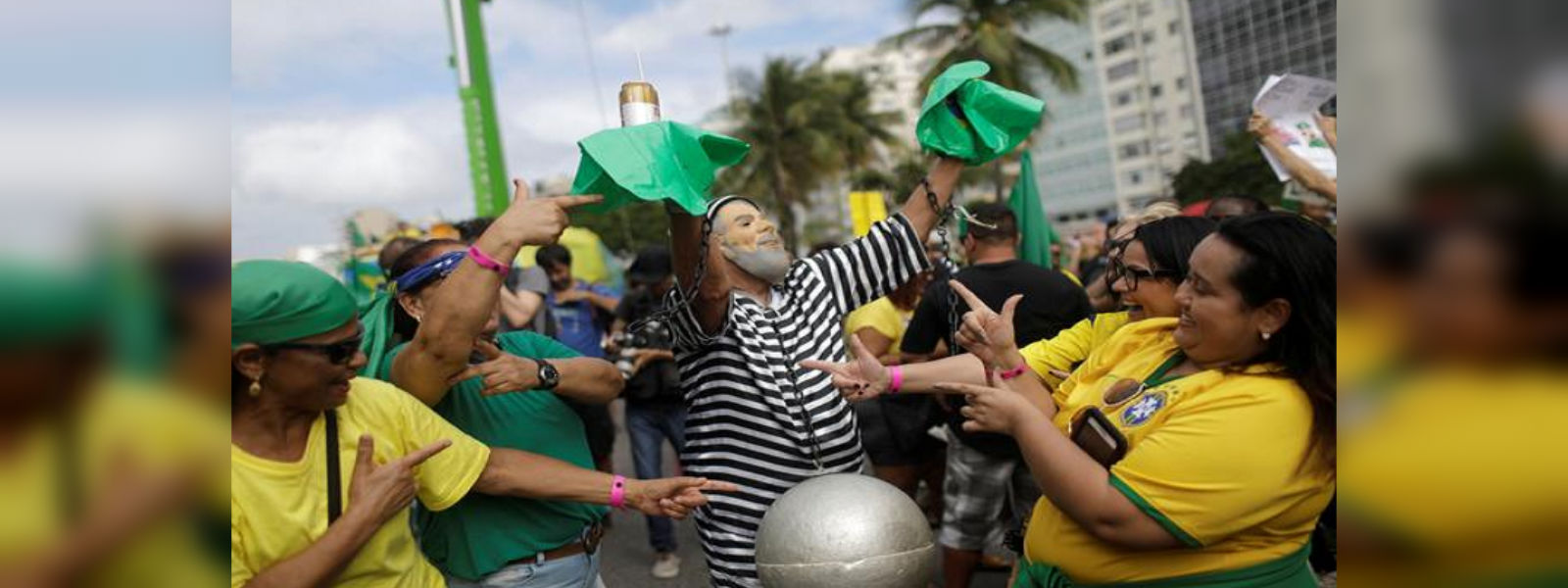Brazilians demonstrate to pressure Congress to approve Bolsonaro's reforms