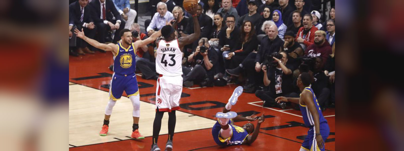 Raptors wins opening game of NBA finals