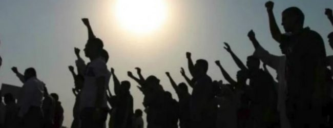 Farmers stage protest demanding water for cultivations in Hulapane