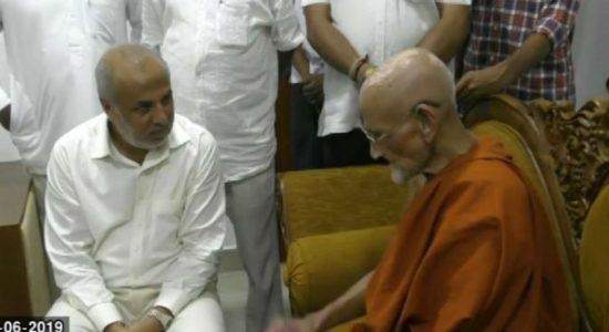 Ministers who resigned call on Ven. Napana Premasiri Thero