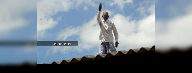 Rooftop hunger striker in Galenbindunu wewa demands water