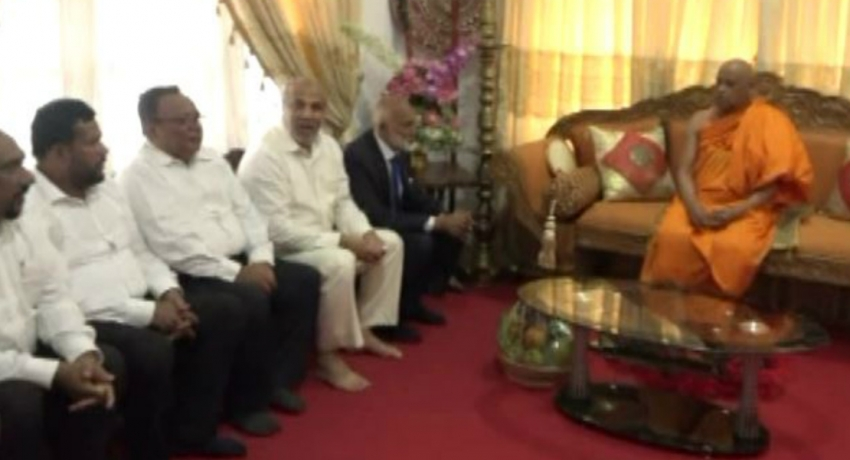 Muslim ministers who resigned meet Mahanayake of Asgiriya Chapter