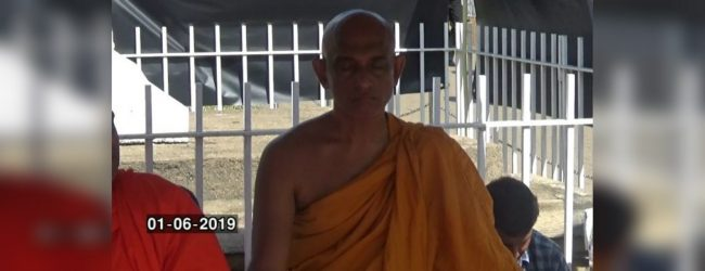 Ven Athuraliye Rathana Thero continues fast unto death
