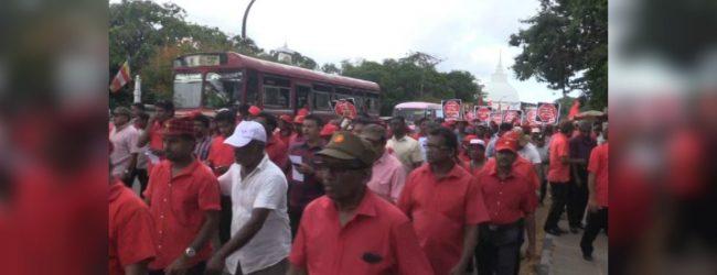 "JVP's ""Paada Satana"" reached Nugegoda today"