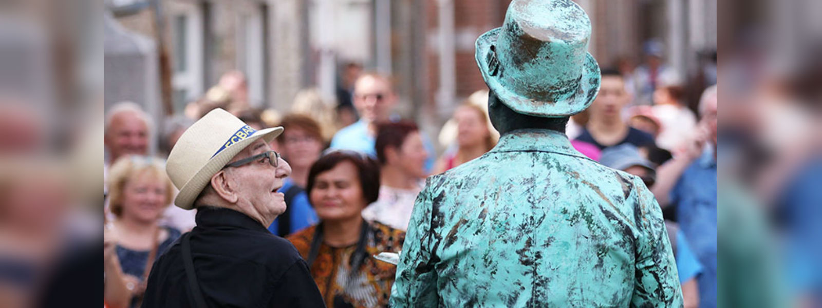Statues come to life at street artists festival in Belgium