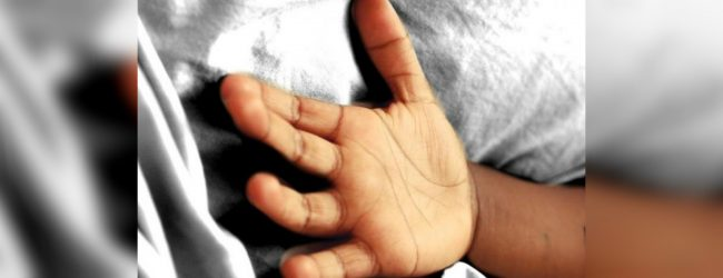 Cab knocks down child in Ridimaliyadda