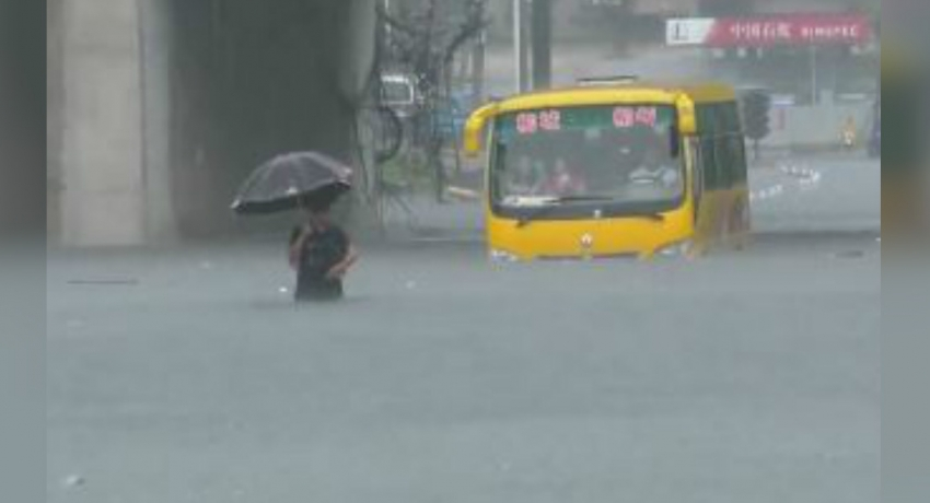 20 passengers rescued from charter bus trapped in high waters in China