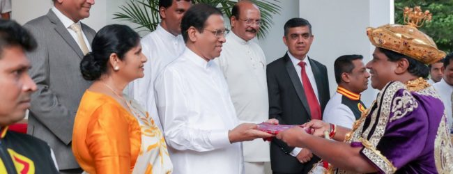 "President receives ""Sandeshaya"" on the end of Esala Perahera"