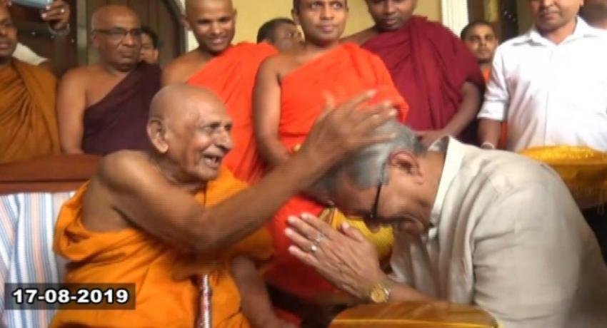 SLPP Presidential candidate Gotabaya Rajapaksa seeks blessings