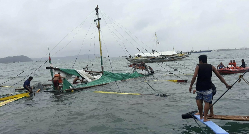 At least 31 dead after boats capsized in central Philippines