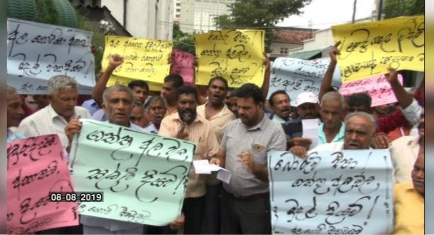 Potato farmers protest : Co-operative Development Department owes them Rs. 21 million
