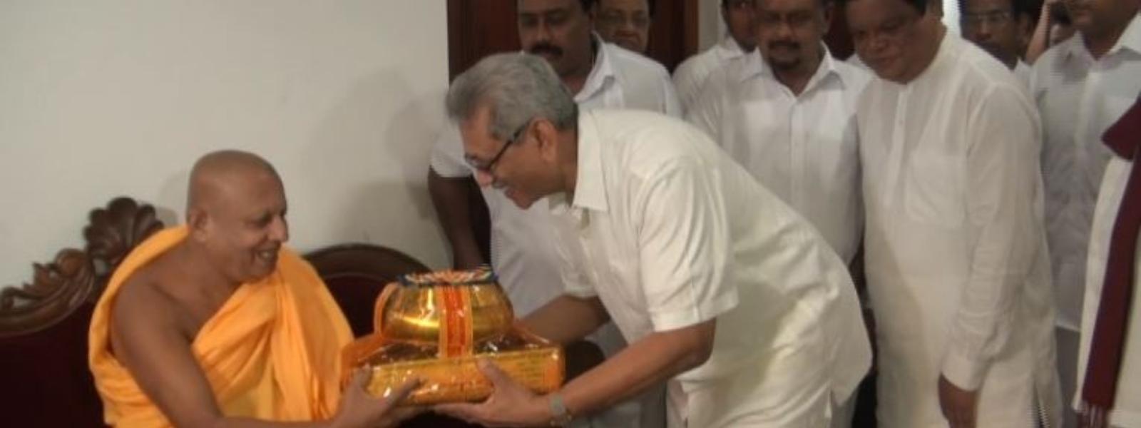 Gotabaya Rajapaksa pays homage to Jaya Sri Maha Bodhi