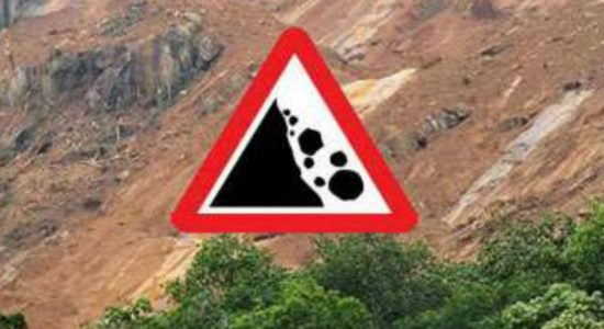 Early landslide warning issued to 3 districts
