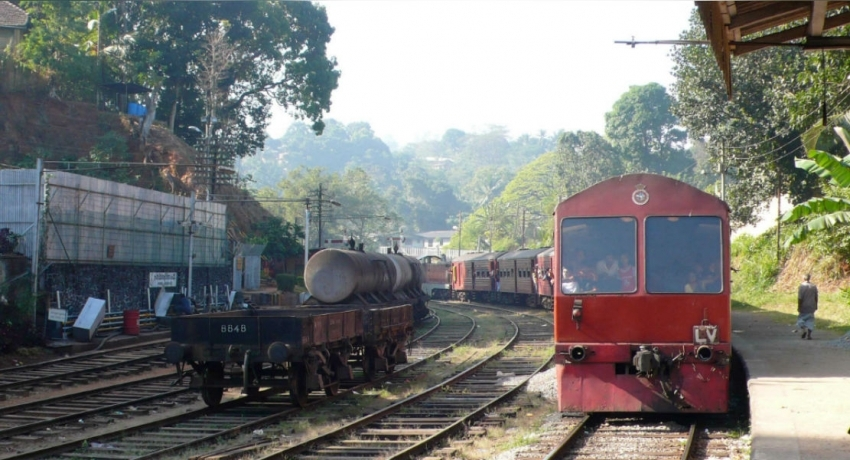 Train claims the life of a 29-year-old woman in Wellawatta