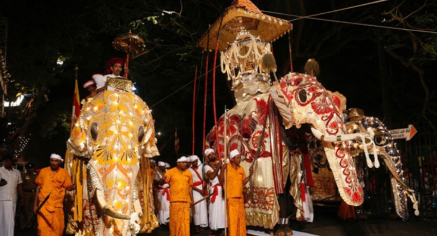 Final Randoli perahera of Mahiyanaganaya Rajamaha viharaya to parade the streets