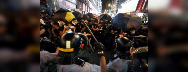Hong Kong police clash with protesters in Mongkok