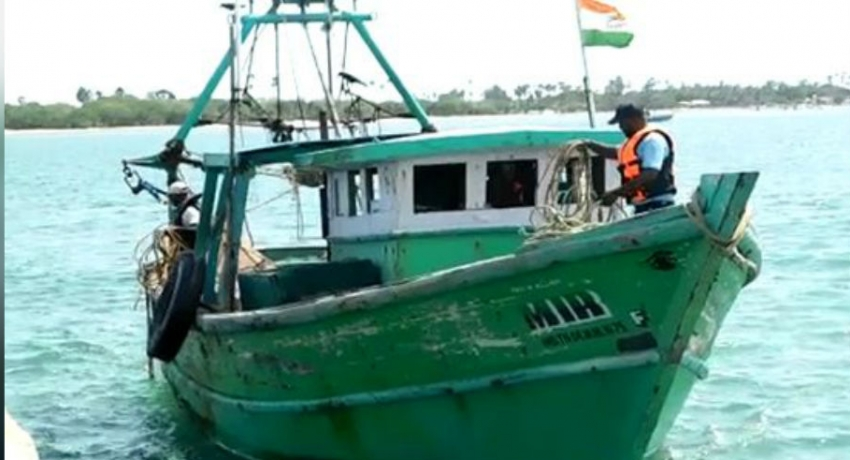 Navy arrests 4 Indian fishermen