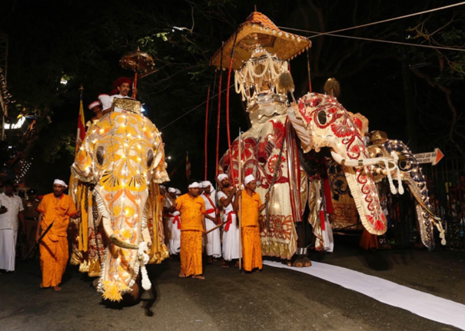 Final Randoli perahera of Mahiyanaganaya Rajamaha viharaya to parade the streets