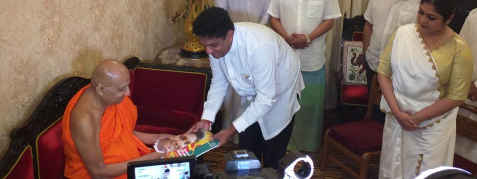 1st copies of Sajith's manifesto presented to Malwathu and Asgiri chief prelates