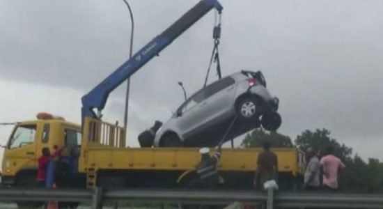 Six vehicles pile up on Southern Expressway