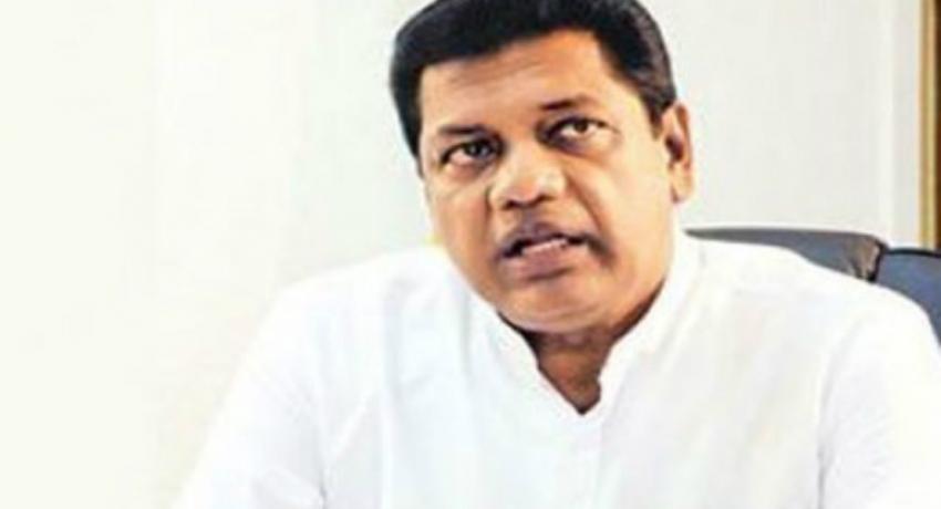 Satygraha demanding Kumara Welgama to support SLPP
