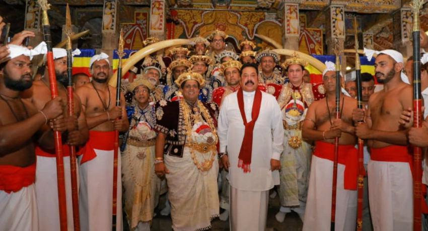 PM Rajapaksa pays homage to the Sacred Tooth Relic