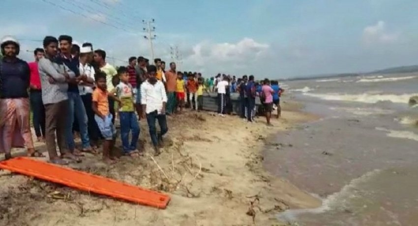 Boat with five capsizes in Kinniya: Two dead, one still missing