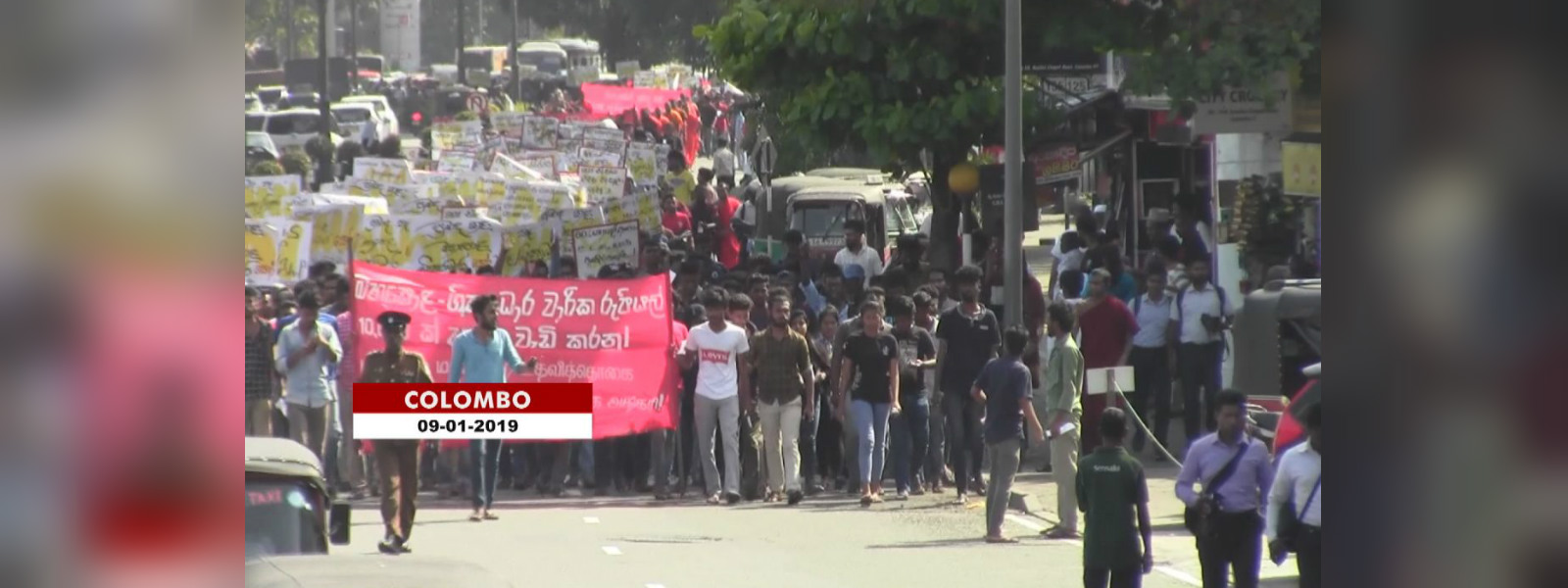 IUSF march demanding Mahapola Scholarship be increased