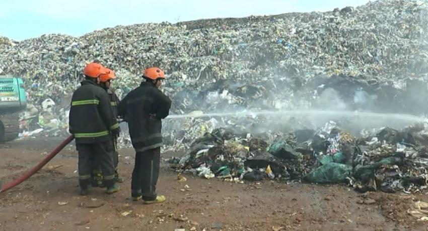 Fire at the Karandeniya garbage dump