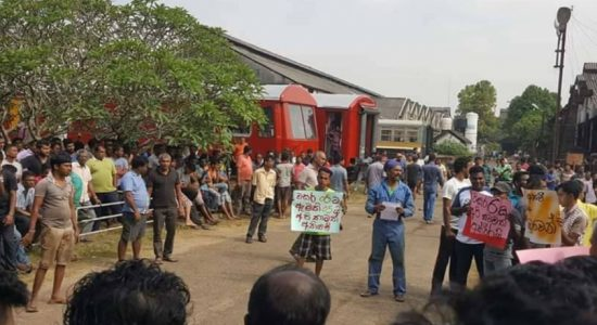 Railway employees commence protest in Rathmalana