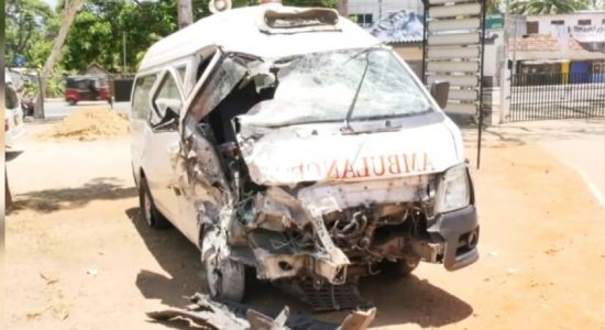 Ambulance driver dies when transporting medicine for Covid-19 patients