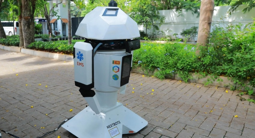 Robot which can diagnose 200 diseases presented to the Prime Minister