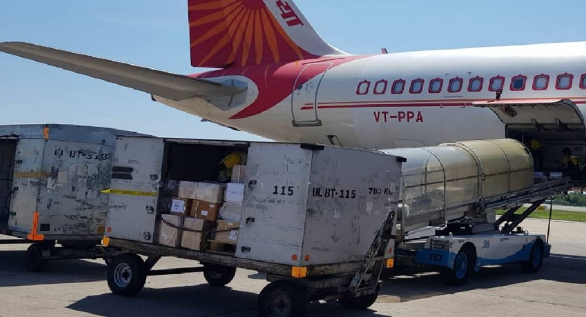 India gifts Sri Lanka a 10-tonne consignment of medicines
