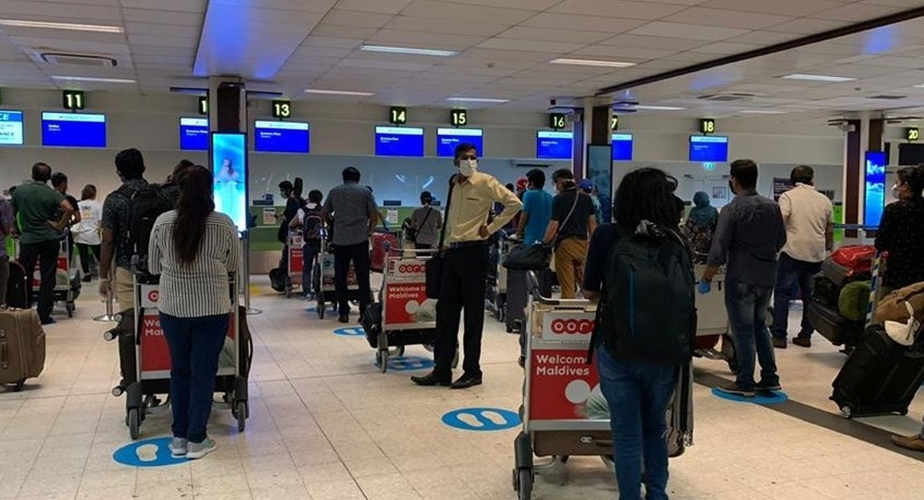 300 Sri Lankans repatriated from Maldives in special repatriation flight (PICTURES)