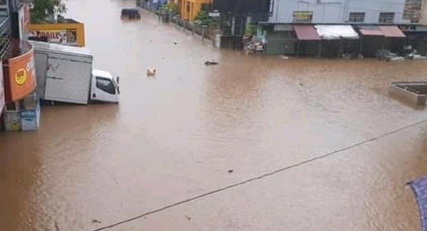 Minor floods in Balangoda and Ratnapura