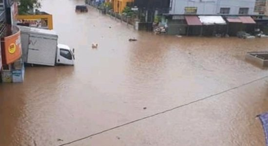 Minor floods in Balangoda and Ratnapura