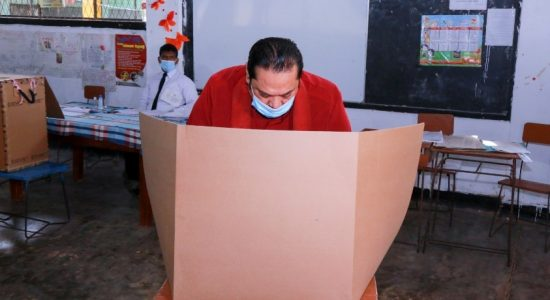 Mahinda Rajapaksa hopeful of a comfortable 2/3 majority in Parliament