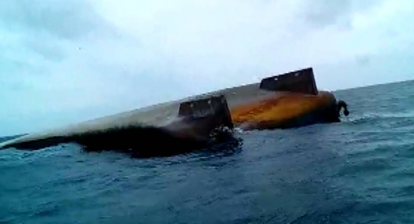 Floating vessel spotted in Chilaw