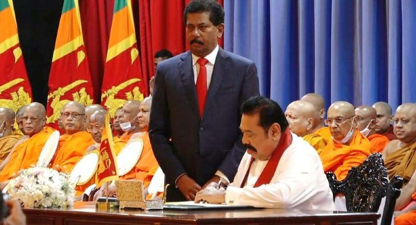 Mahinda Rajapaksa assumes duties as Prime Minister