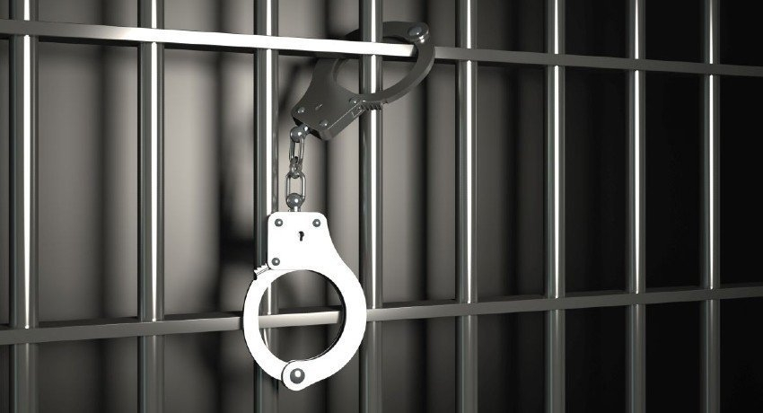 Wanted criminal arrested in Weeraketiya for weapons and heroin possession