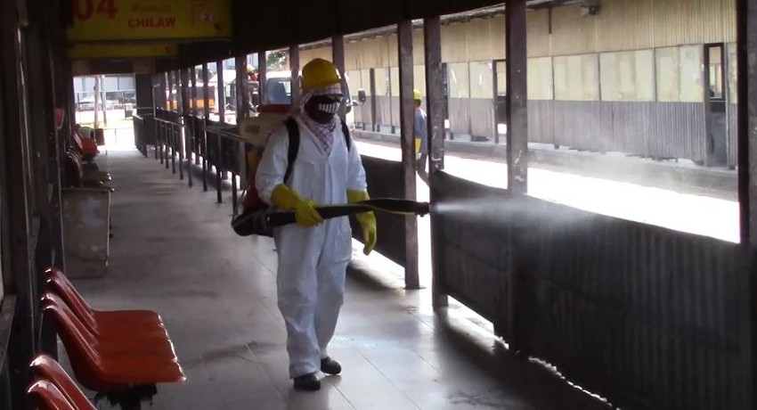 Police & CPSTL join to disinfect public places in Colombo