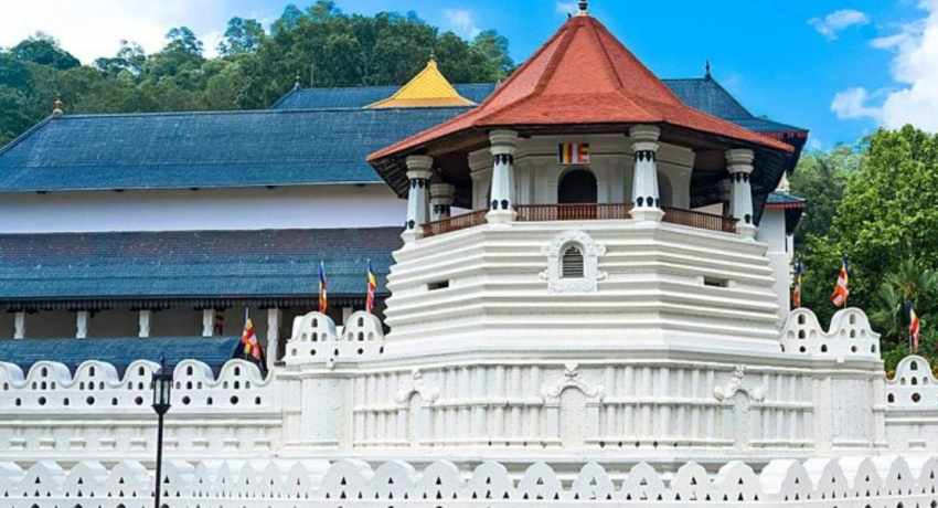 Restrictions imposed on entry to Dalada Maligawa temple