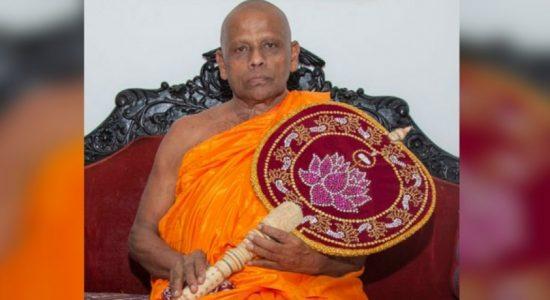 Dhammika Bandara visits Asgiriya and Malwathu Chief Theros