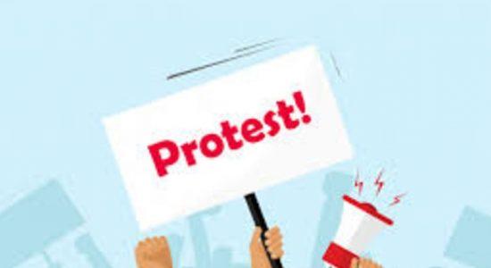 Manning Market traders protest opposite Presidential Secretariat