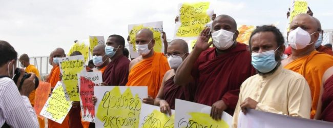 PROTEST IN COLOMBO AGAINST BURIAL OF COVID DEAD