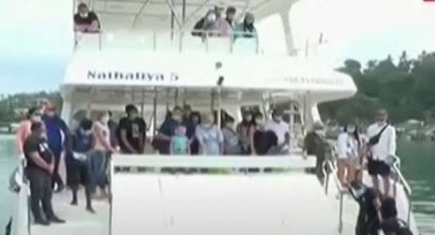 Ukrainian tourists engage in whale watching