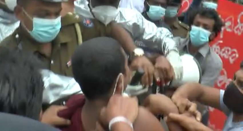 (VIDEO) IUSF CHIEF ARRESTED DURING PROTEST OPPOSITE PM'S HOUSE
