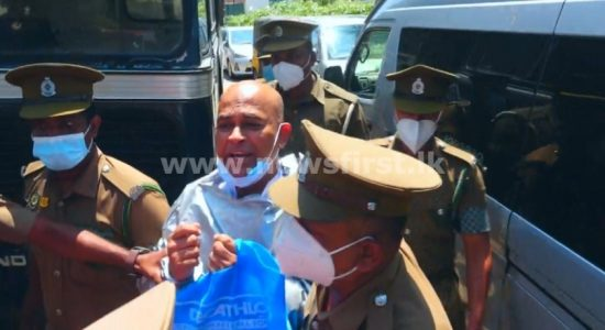 (VIDEO) Ranjan dragged into prison bus when leaving Press Council
