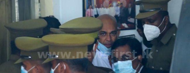 (VIDEO) Ranjan dragged into prison bus when leaving Press Council